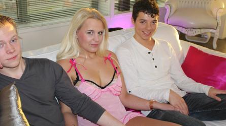 Chanels Hete Tienertrio | Sexfilm
