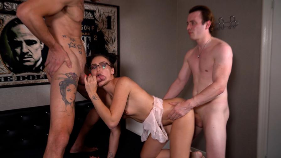 Geile foto van de hete Erotracks seksfilm: Denise wil een trio