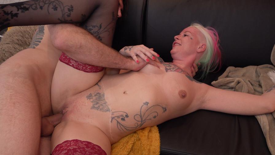 Geile foto van de hete Ashley More seksfilm: Amateursex met Harley en Lance
