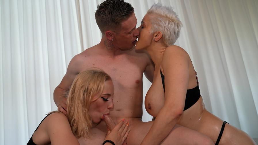 Geile foto van de hete Meiden van Holland sexfilm: Jack's tiener en milf trio