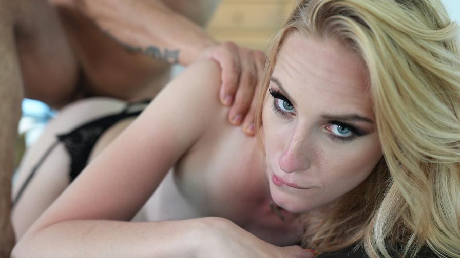 Geile foto van de hete Meiden van Holland sexfilm: Haileys geile avond