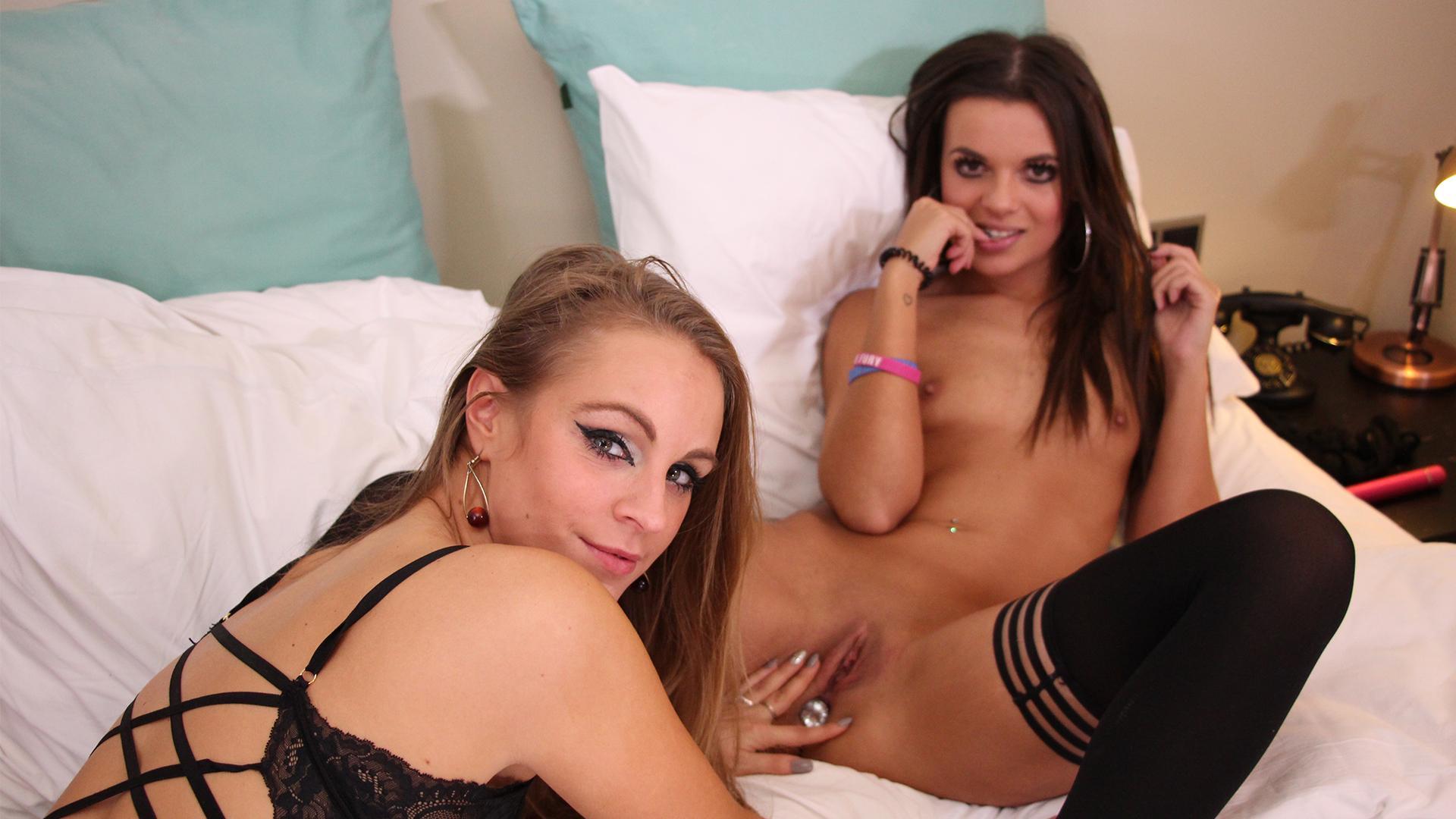 Geile foto van de hete Secret Circle seksfilm: Webcammen met Natasja en Valencia