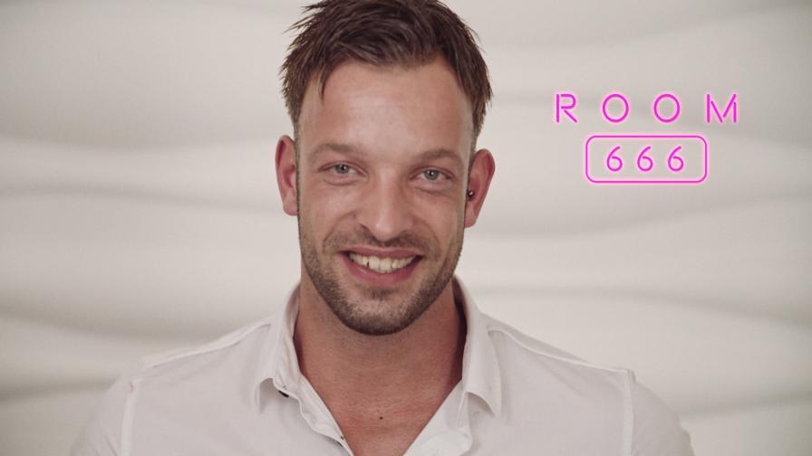 Geile foto van de hete Secret Circle seksfilm: Room 666 - Dennis