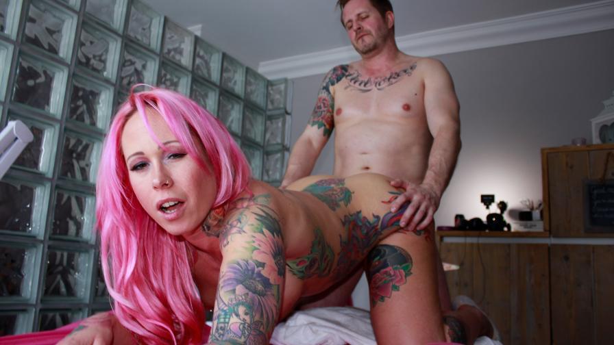 Geile foto van de hete Ashley More seksfilm: Ondeugende massage met happy end