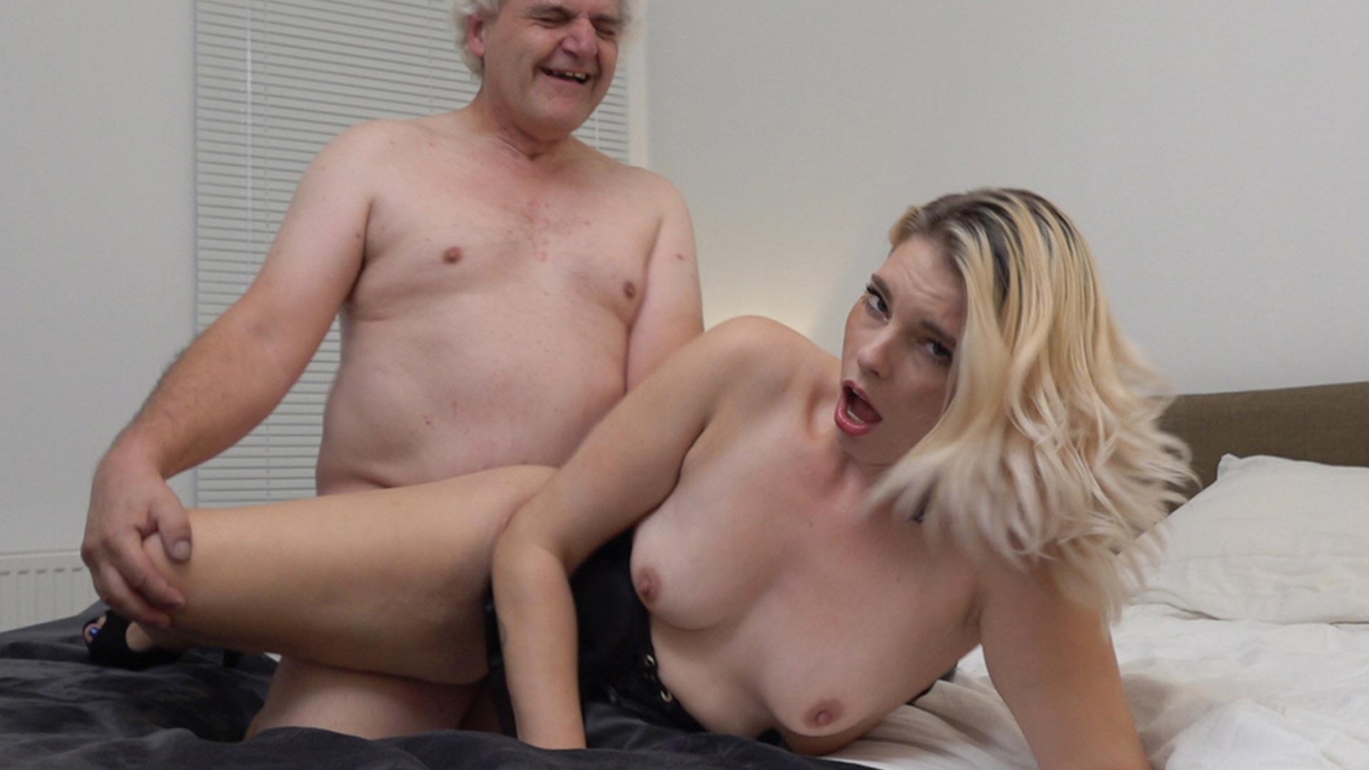 Geile foto van de hete Ashley More seksfilm: Chayenne neukt oude gluurman